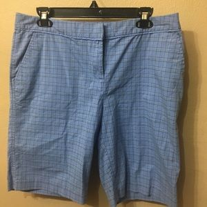 Izod stretch golf shorts in light blue plaid